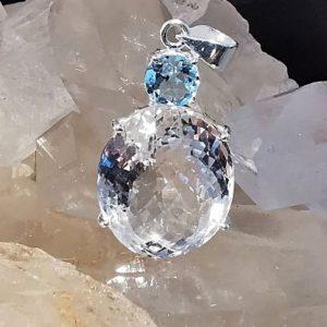 Cristal de roche et Topaze bleue pendentif