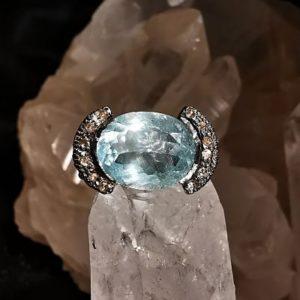 Topaze bleue et diamants bague