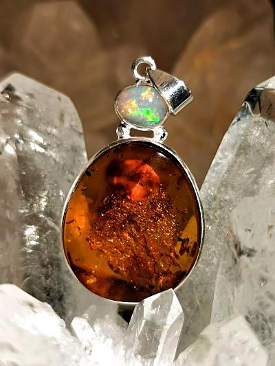Ambre et opale Welo pendentifs en argent
