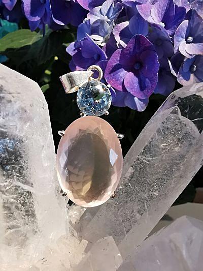 Quartz rose et Topaze bleue pendentif